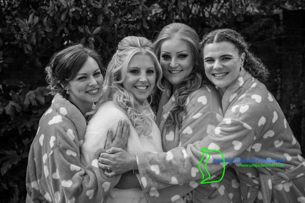 07 Bride and bridesmaids in dressing gowns