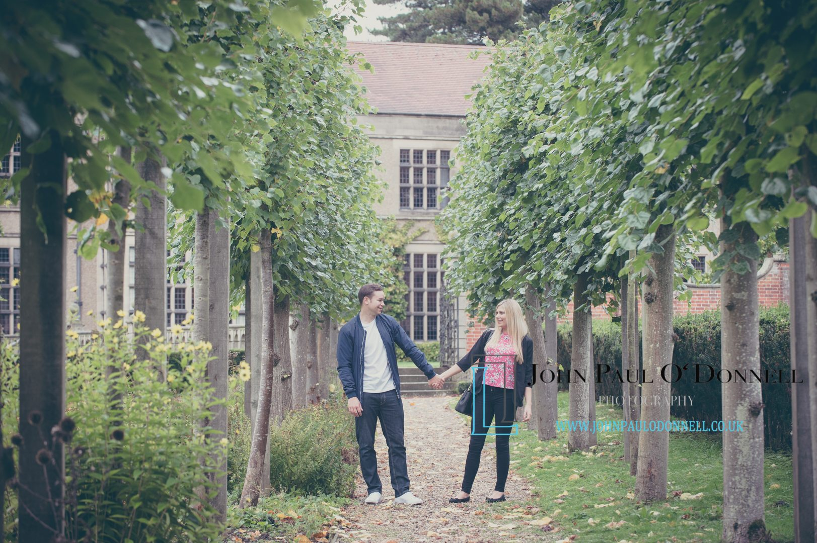 pre wedding love shoot at fanhams hall